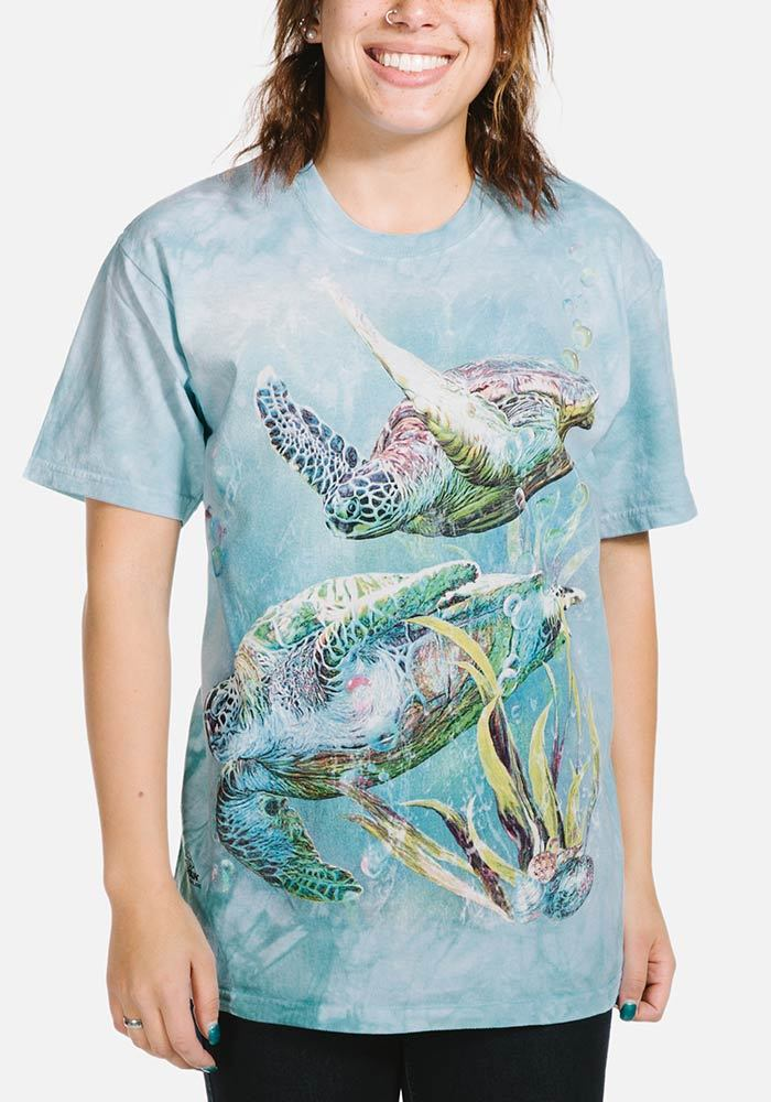 Adult Sea Turtles Swim T-shirt | Aquatic T-shirts | The Mountain®